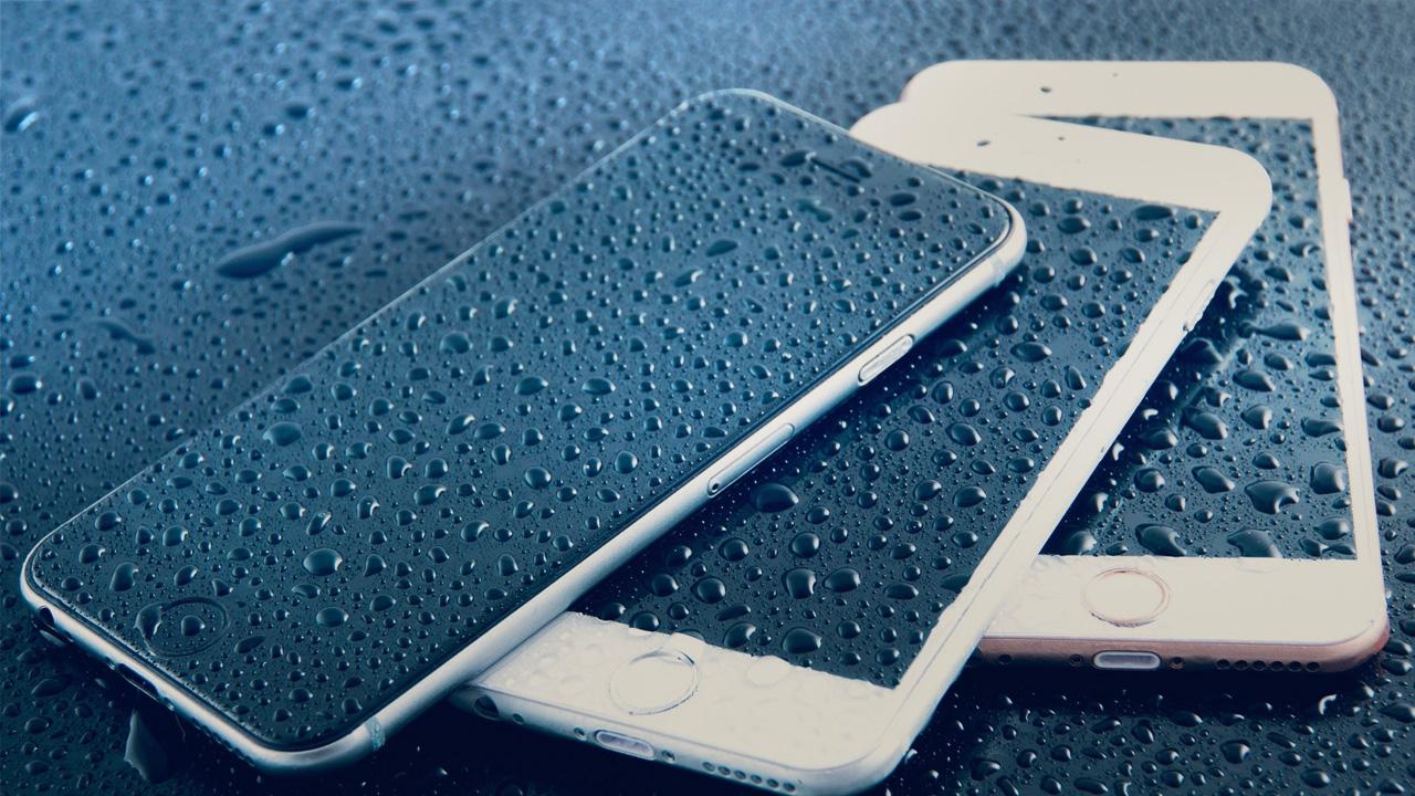 Что делать, если телефон упал в воду