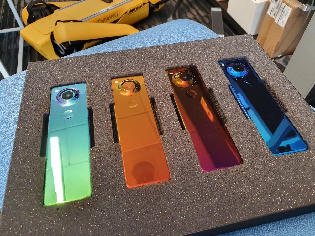 Создатель Android показал длинный смартфон Essential Phone 2